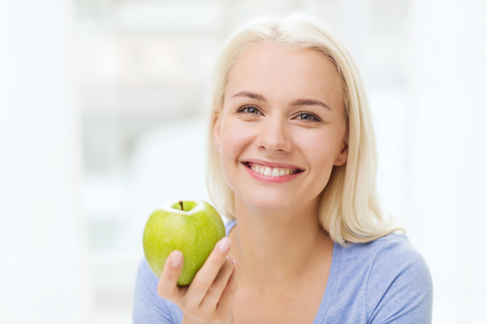 photodune-11711101-happy-woman-eating-green-apple-at-home-s