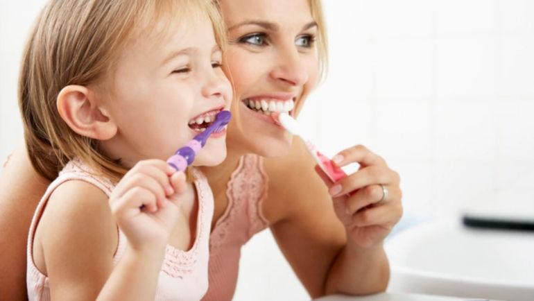 Mucho más que cepillarse los dientes: la higiene bucal es fundamental para la salud general
