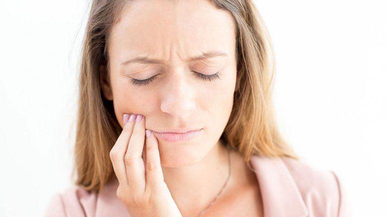 Los dientes apretados: uno de cada 10 adultos sufre de bruxismo